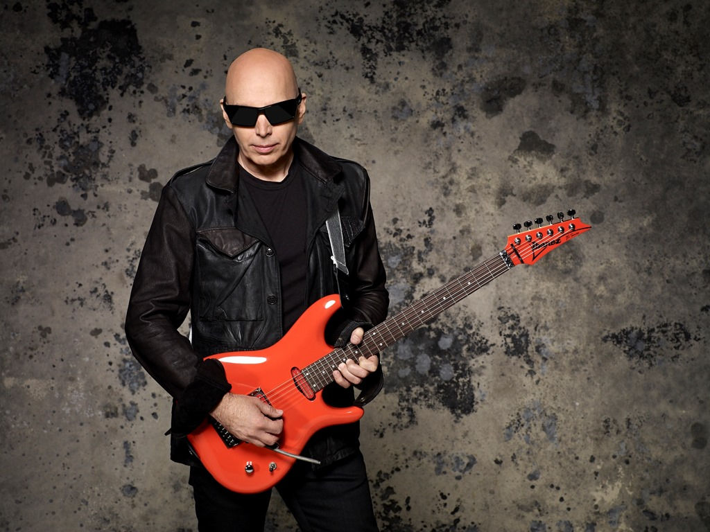Joe-Satriani-photo-credit-Larry-Dimarzio_04_014-jpg