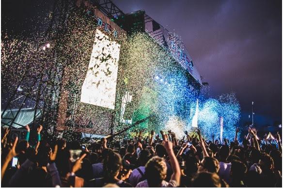 Metallica e The xx serão headliners no sábado, dia 25 de março. The Strokes e The Weeknd serão as grandes atrações do domingo, 26 de março. Primeiro lote do Lolla Day, válido para um dia de festival, já está à venda. Os ingressos são limitados e custam R$ 270 (meia-entrada). Ingressos de Lolla Pass, que dão acesso aos dois dias de festival, já estão no 2º lote.
